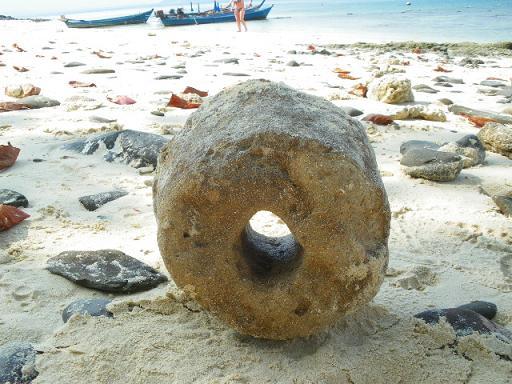 コーラル島 謎の石.JPG
