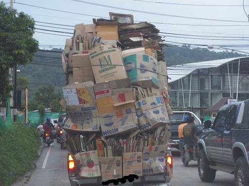 ダンボールとトラックa.JPG